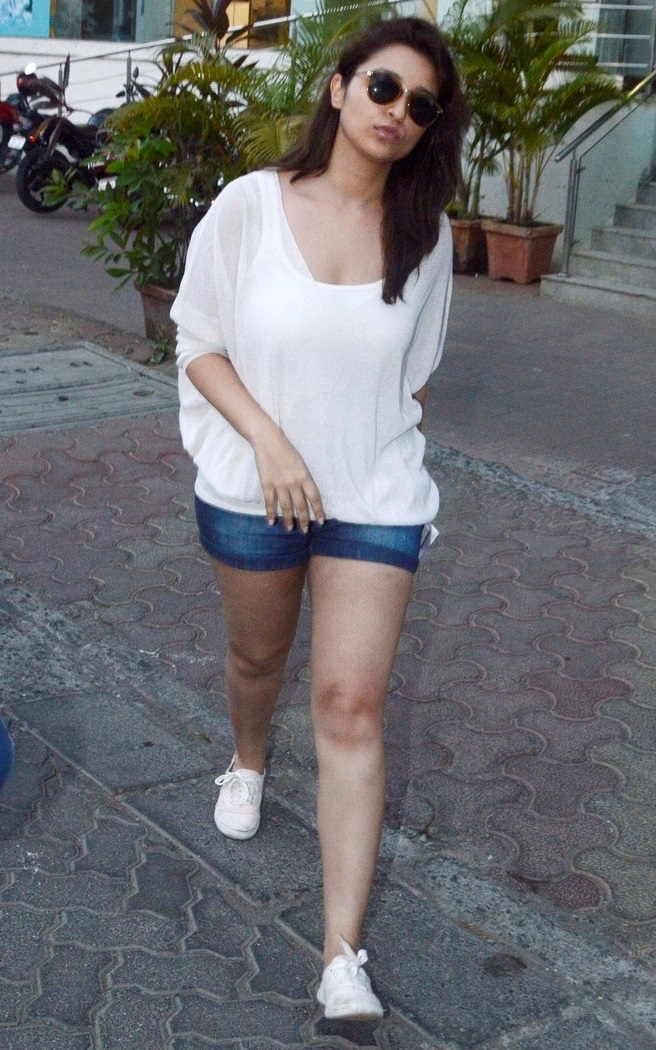 Hindi Girl Parineeti Chopra Long Legs Thighs Show In Mini Blue Short