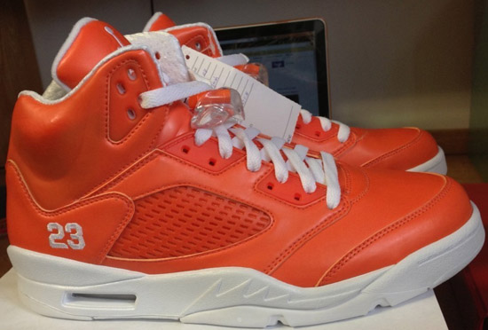 f1a11b3f06f0 Coming in a safety orange and white colorway. They feature an orange-based  upper sitting on a white midsole and outsole. The sockliner and laces along  with ...
