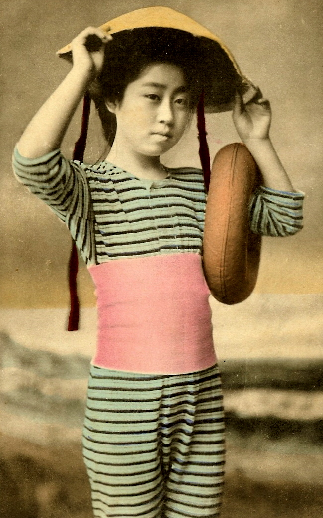 37 Rare Color Photos of Young Japanese Girls Posing in