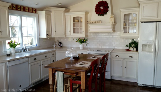 White Country Cottage Kitchen Decor
