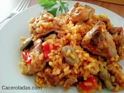 Hoy toca arroz con pollo.... este arroz es de las típicas comidas que gustan a todos, y siempre te sacan de un apurillo cuándo no sabes que hacer de comer para unos cuántos.