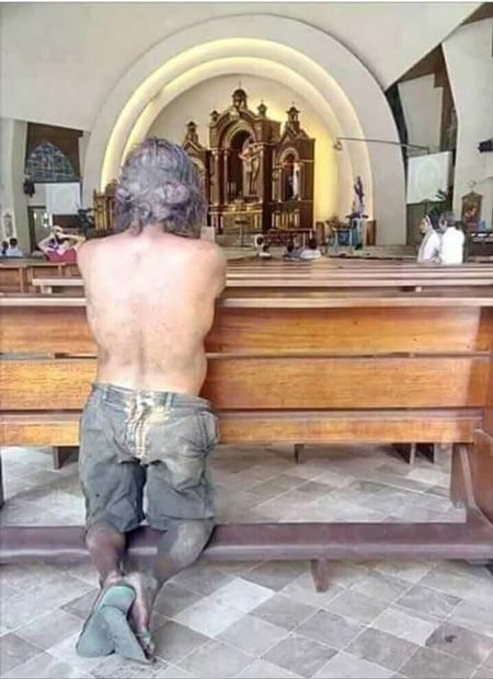 Teladan Kehidupan Pengemis Ini Datang ke Gereja Setiap Hari Tapi Bukan untuk Mengemis.