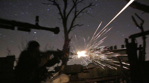 Под Донецком идут бои: террористов увозят грузовики с надписями 'Груз-200' и 'Груз-300'