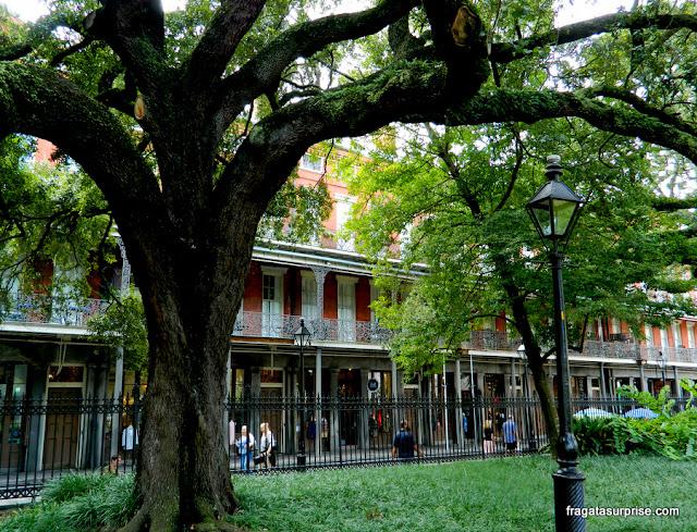 Arquitetura típica do French Quarter de Nova Orleans
