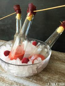 botellas-con-gazpacho-de.frambuesas-y-bitter