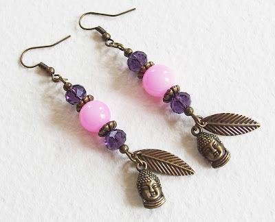 https://www.alittlemarket.com/boucles-d-oreille/fr_boucles_d_oreilles_ethnique_chic_le_bouddha_et_la_plume_perles_de_verre_et_metal_bronze_vieilli_rose_et_violet_-18111377.html