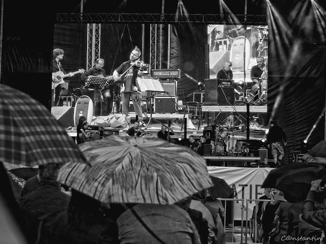 Concert Nigel Kennedy - ploaia e cu noi - blog FOTO-IDEEA