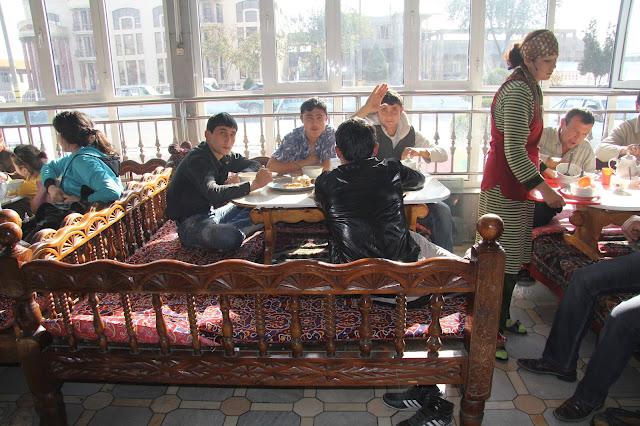 Ouzbékistan, Tachkent, A373, chaïkhana, tapchane, tapshan, © L. Gigout, 2012