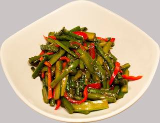 Garlic Asparagus (Sarimsakli Kuskonmaz)