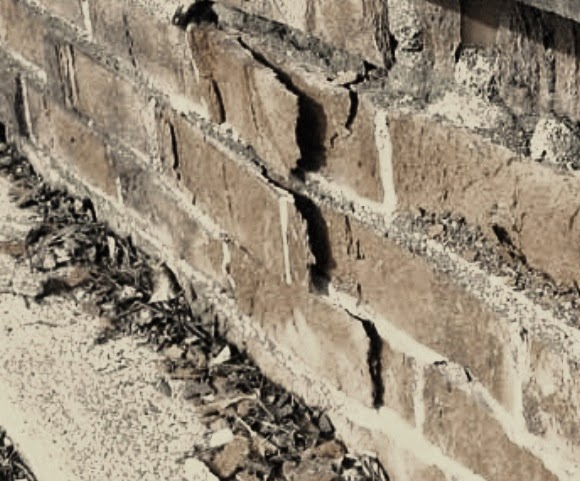 Splitting of brick in foundation