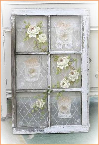 Decorar una ventana con encajes for Decoracion con puertas antiguas