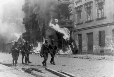 GERMAN TROOPS BURN DOWN WARSAW GHETTO - - WARSAW GHETTO UPRISING
