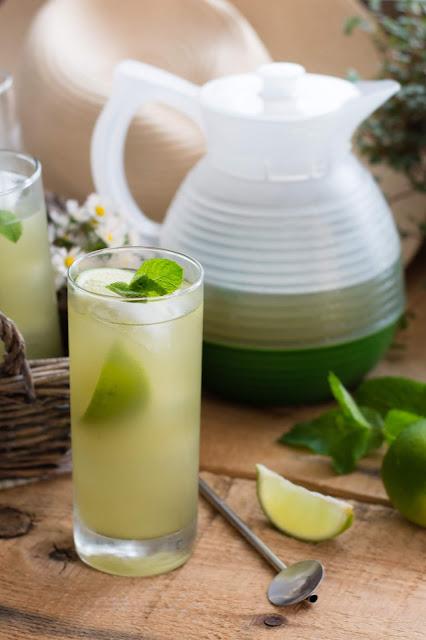 Thé glacé au matcha, citron vert et menthe