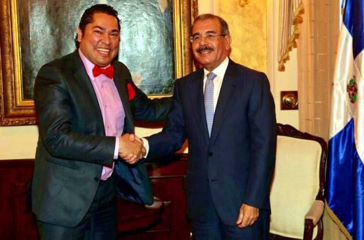 El Pachá pide a Danilo Medina levantar la mano de Gonzalo Castillo para sellar la victoria del 6 de octubre