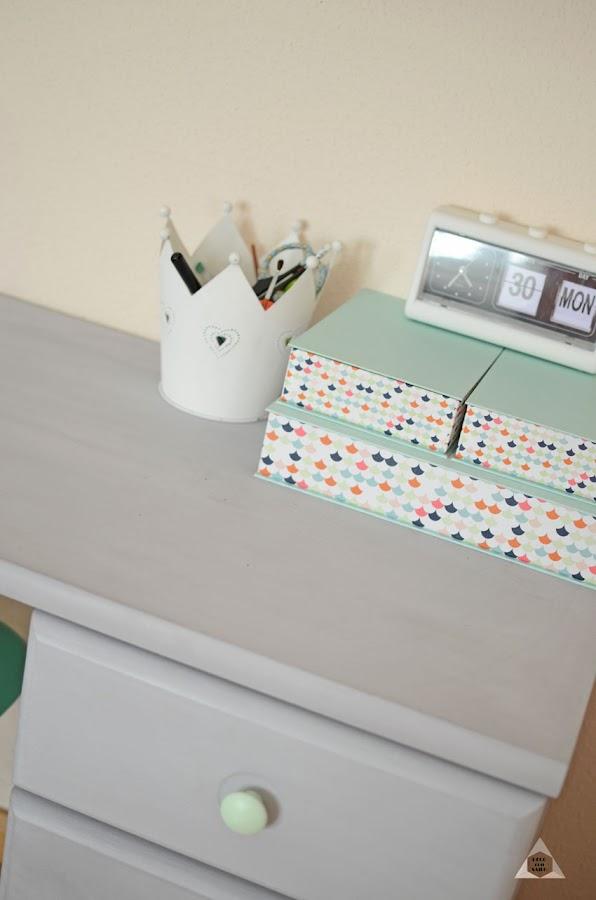 detalle de un mueble con pintura a la tiza