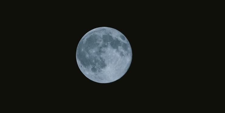 荒涼とした月