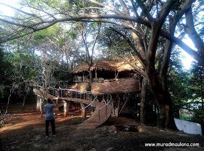 Bangunan Unik Bambu Taman Kota 2 BSD City