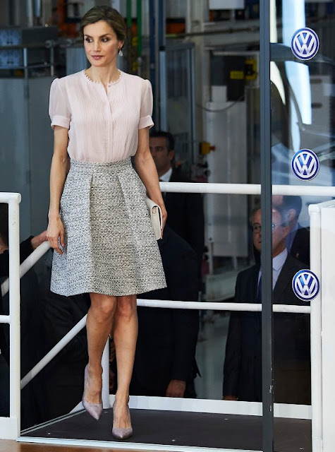 Queen Letizia of Spain visited Navarra, Letizia wure Hugo skirt, Magrit shoes, Tous Jewelery earrings