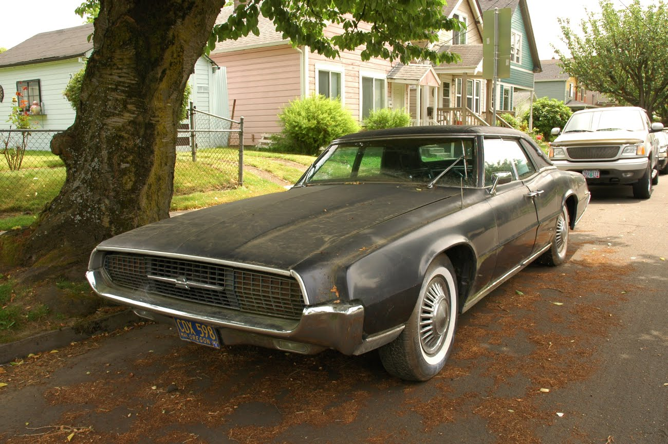 Old Parked Cars 1967 Ford Thunderbird Pillared Hardtop Landau Sedan