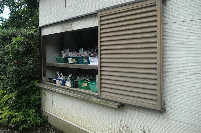 大棚町の吉野英一さんの無人野菜直売所