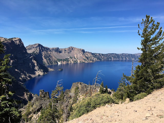 Crater Lake in Oregon | A Hoppy Medium