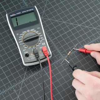 Mengukur-Resistor-Menggunakan-Multimeter-Digital
