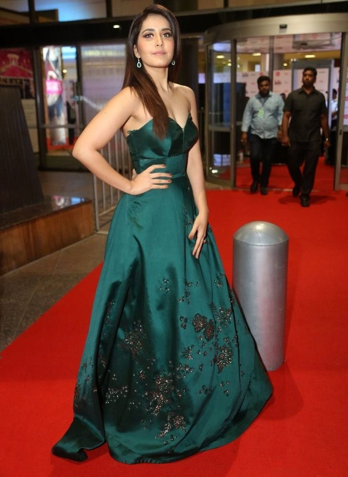 Raashi Khanna In Green Dress At Jio Filmfare South Awards 2017