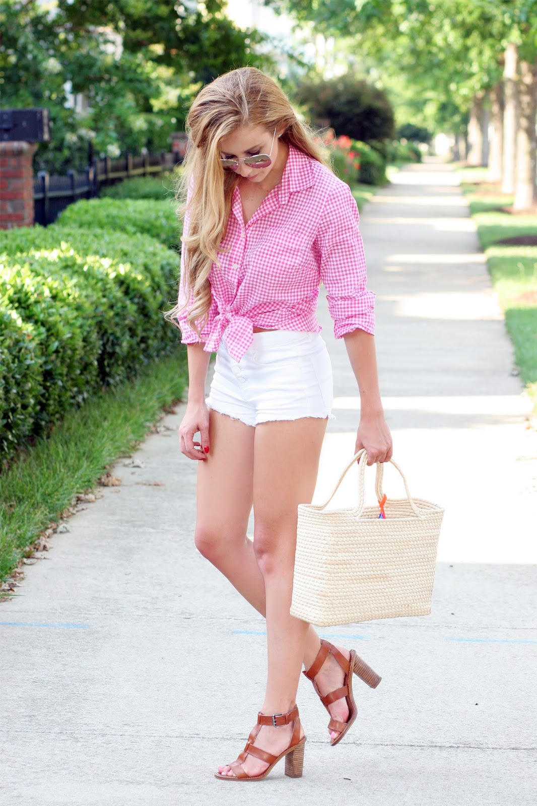 Summer-beach-everyday-street-style-simple-gingham-and-white-look