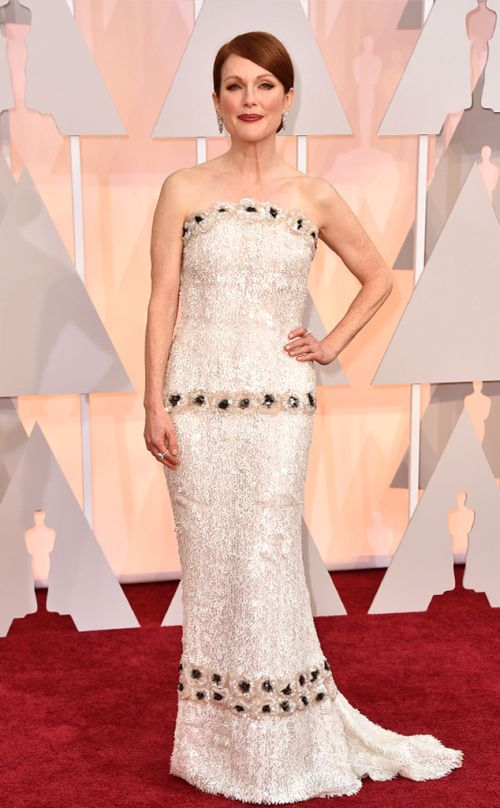 Julianne Moore in Chanel at the Academy Awards 2015