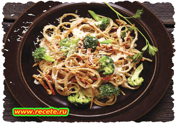 Spaghetti with Broccoli and Creamy Almond Sauce