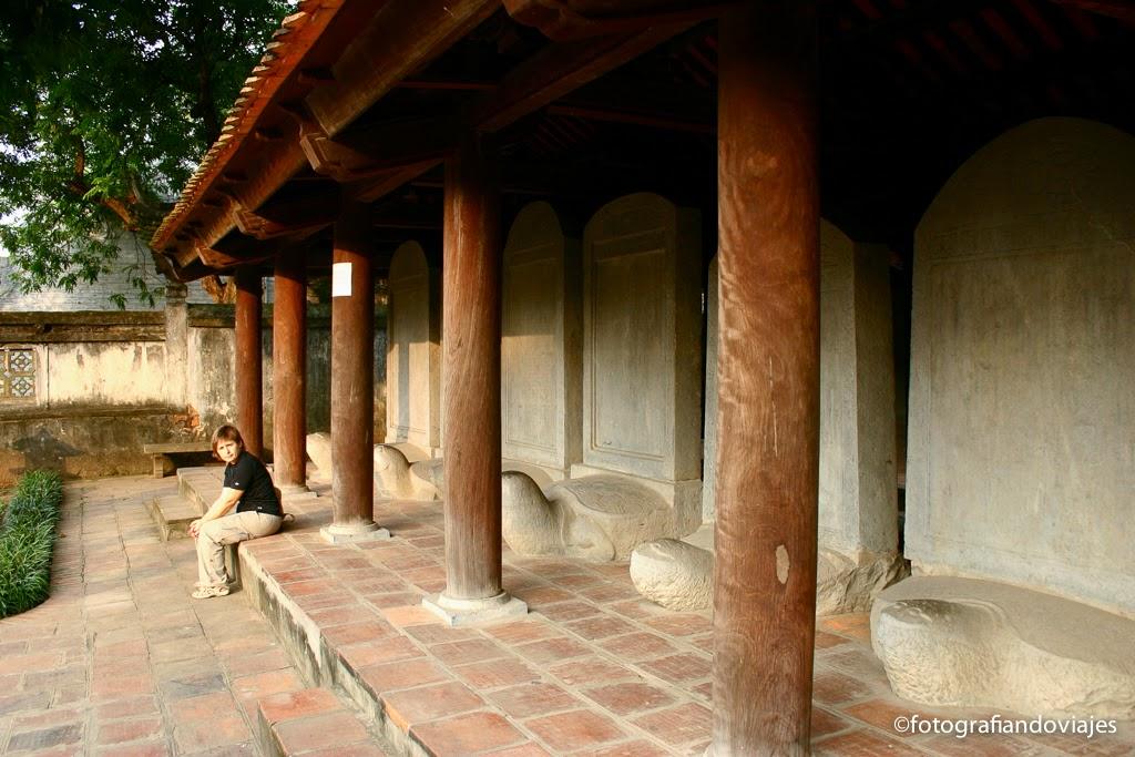 Templo de la literatura en Hanoi, Van Mieu, losetas con nombres