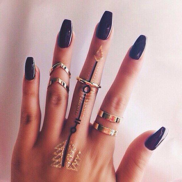 30 Amazing Attractive Finger Tattoo Styles-13