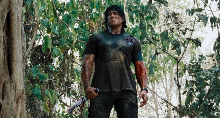 John Rambo (Sylvester Stallone) macht keine Gefangenen. Aus: Rambo (2008). Bildquelle: Sony Pictures