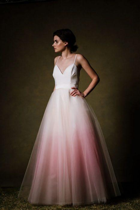 vestido de novia con color rosado