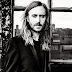 Album Review: Em 'Listen', David Guetta une as vozes mais certas com as batidas mais erradas