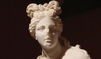 Η Αττάλεια «επενδύει» στα αρχαιοελληνικά γυναικεία χτενίσματα