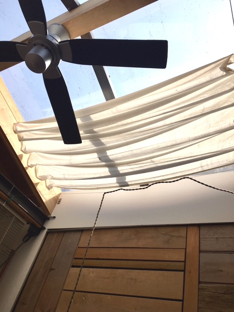 手作りのカーテン