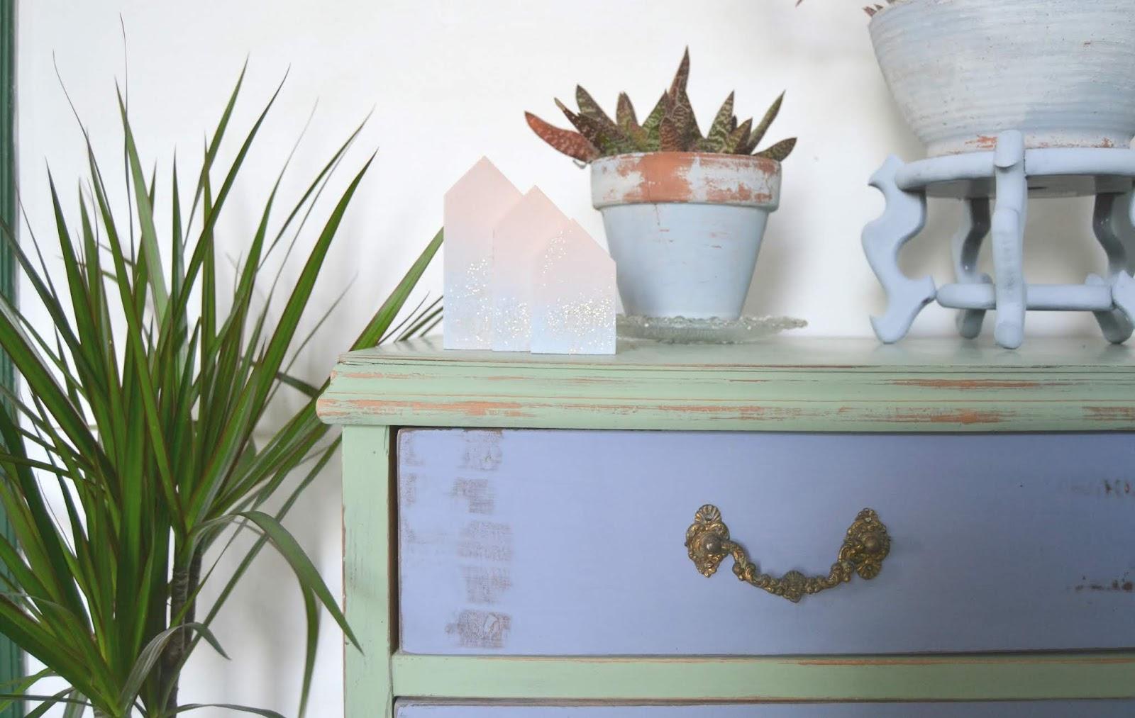 Antes y después, cómo renovar una vieja cómoda con la técnica Shabby Chic, pinturas Fleur