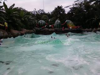 Berenang di Water Kingdom Mekarsari Cileungsi Bogor