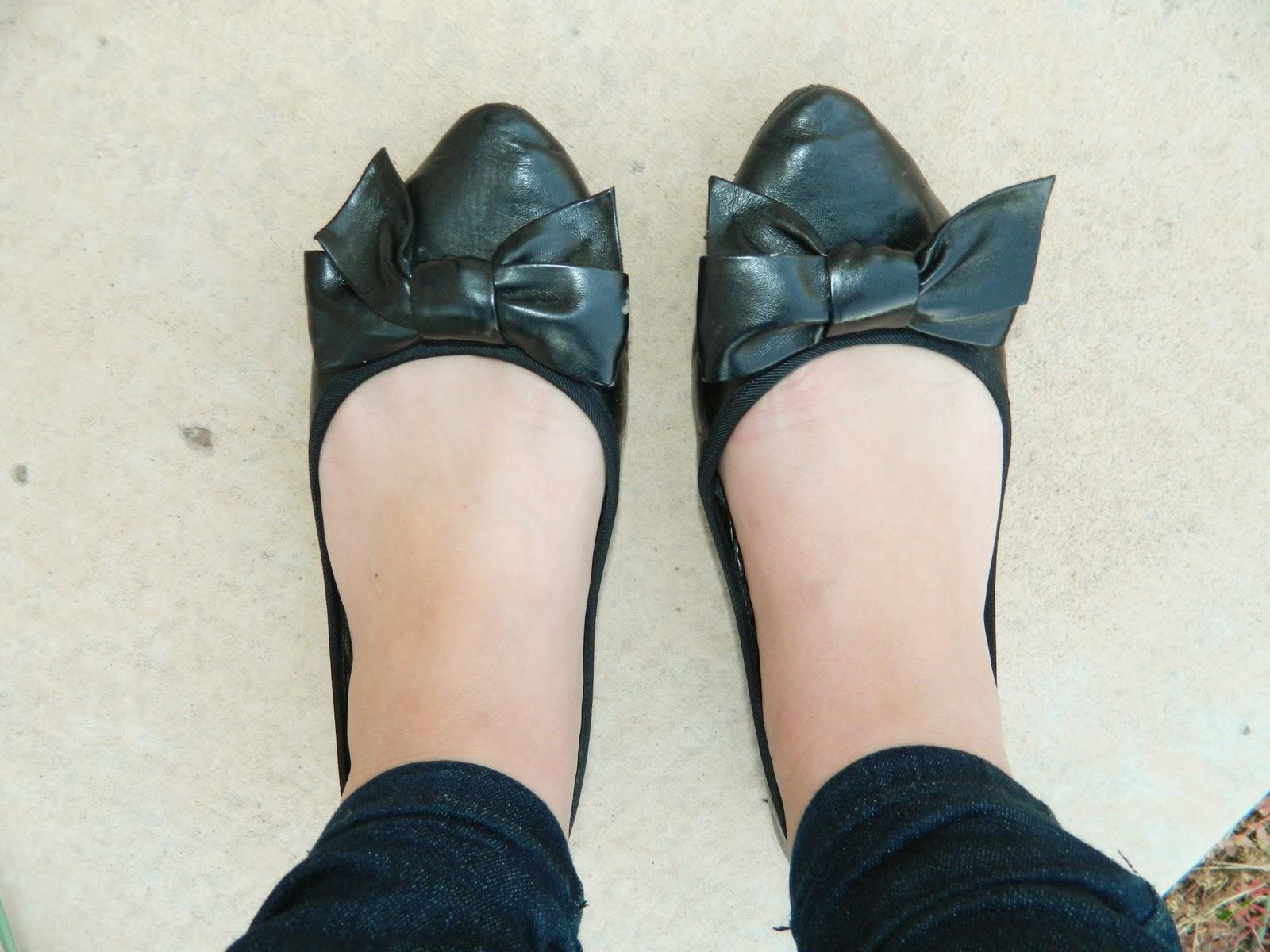 black flats, bow slip on's