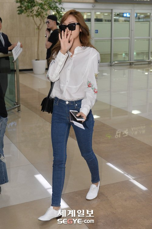 Jessica 39 S Simple And Nice Airport Fashion Daily K Pop News Latest K Pop News