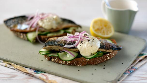 Interesting Nutrition Facts About Fish and Some Recipe Ideas ! - Page 2 Mackerelontoastwiths2