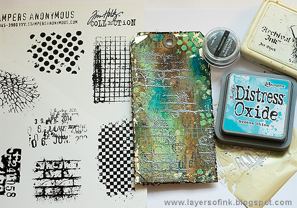 Layers of ink - Grunge It Up Tag Tutorial by Anna-Karin Evaldsson with Tim Holtz stamps