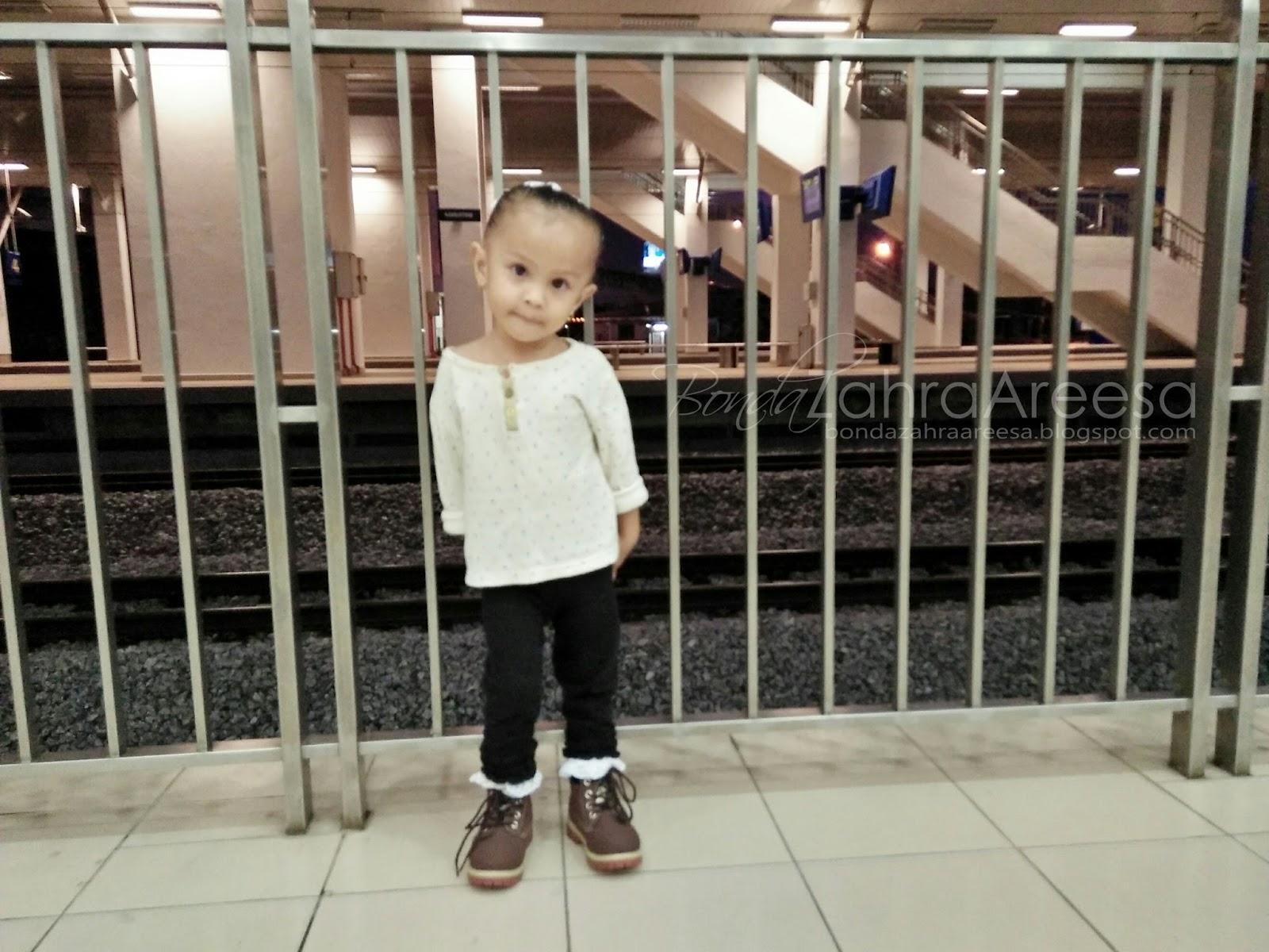 Posing Sakan Anak Dara