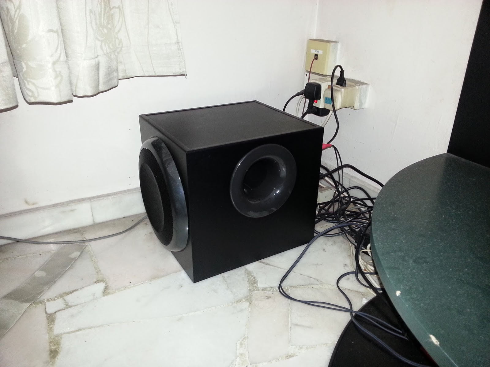 BluJav Reviews: How good is the Logitech Z906 subwoofer as a   well