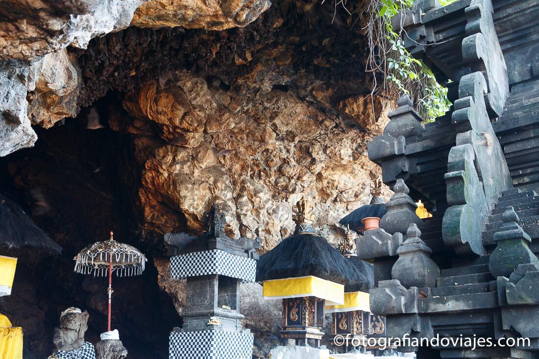 Goa Lawah o templo de los murciélagos en la isla de Bali