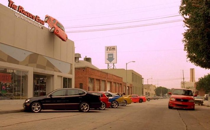 Filming locations of chicago and los angeles the fast and for Garage market cars montpellier