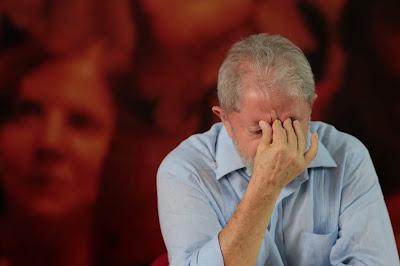Desembargador derruba decisão e mantém Lula preso