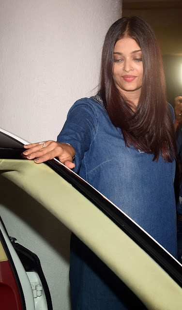 Aishwarya Rai suffers wardrobe malfunction Manish Malhotras Party