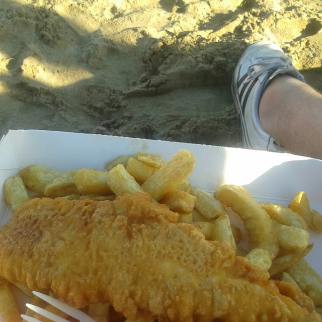 What we ate in augus 2016, fish and chips on the beach